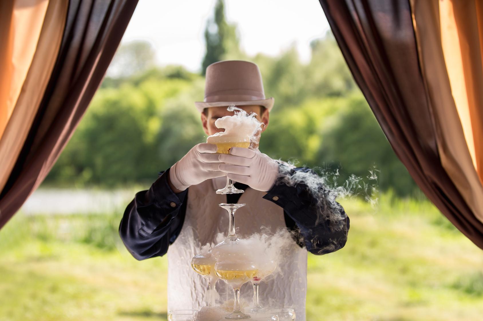 Fêter dignement le jour du mariage en engageant un magicien