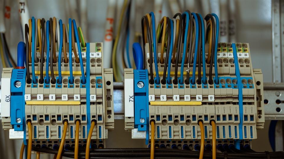 Devenir moniteur habilitation électrique : La formation pour formateur, quelles étapes ?