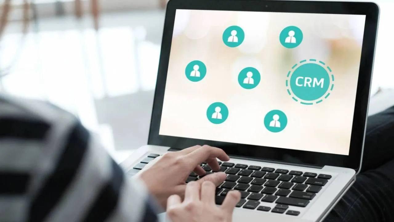 particularites base logiciel crm